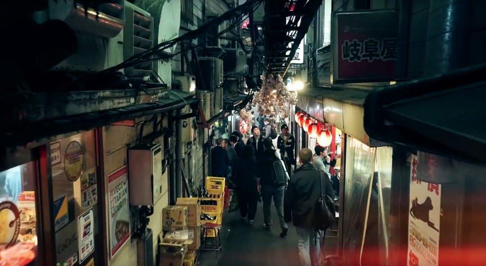 Dave Powell walking around Tokyo in Smugmugs Point, Click, Shoottokyo