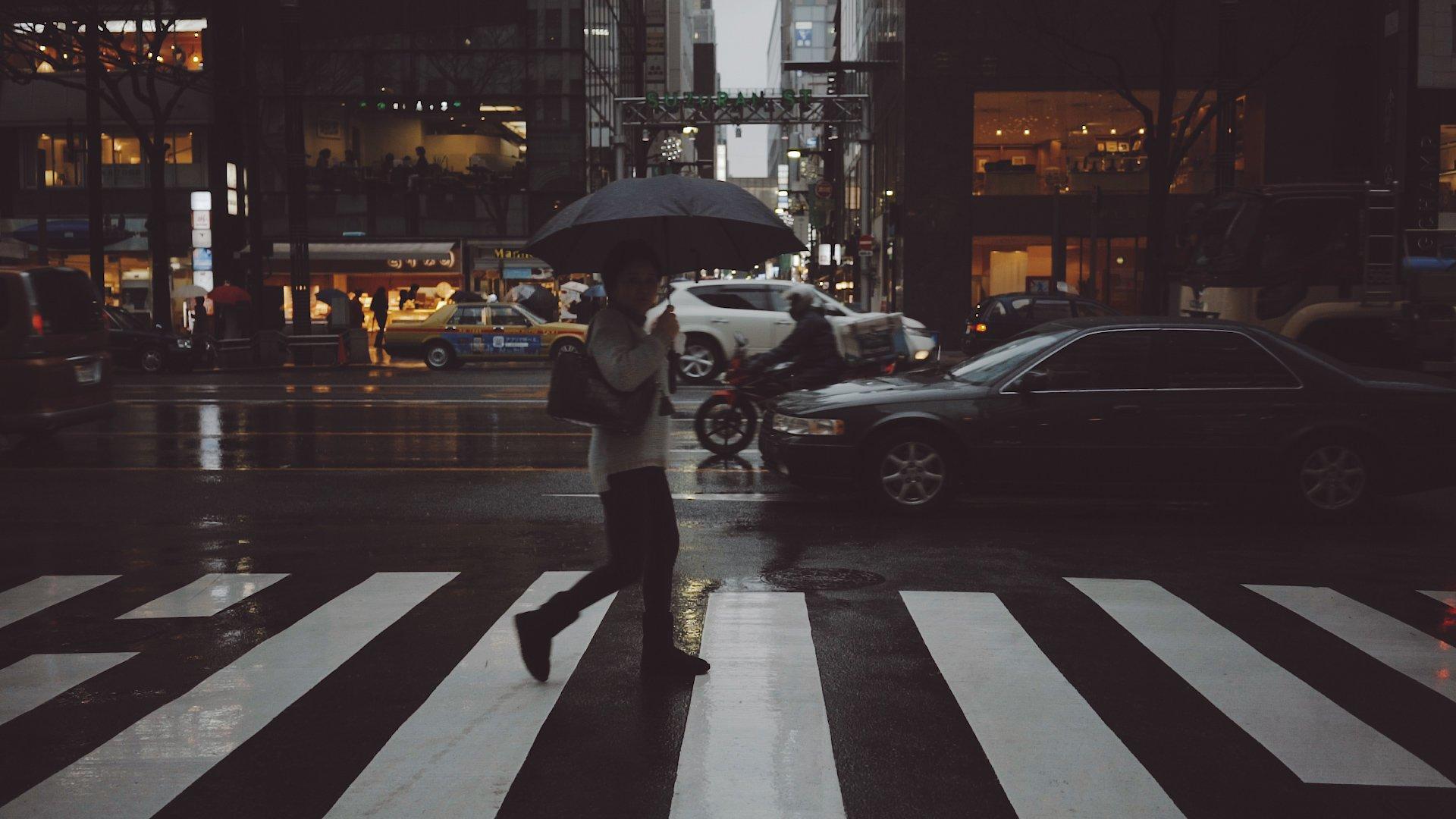 Tokyo Rain Cine Scenes Woman Crossing