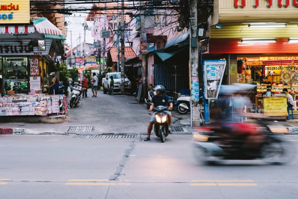 Best camera for travel — Fujifilm X-T10 in Pattaya Thailand — street motion blur