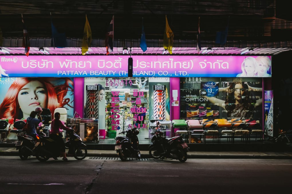 Best camera for travel — Fujifilm X-T10 in Pattaya Thailand — Night shop view