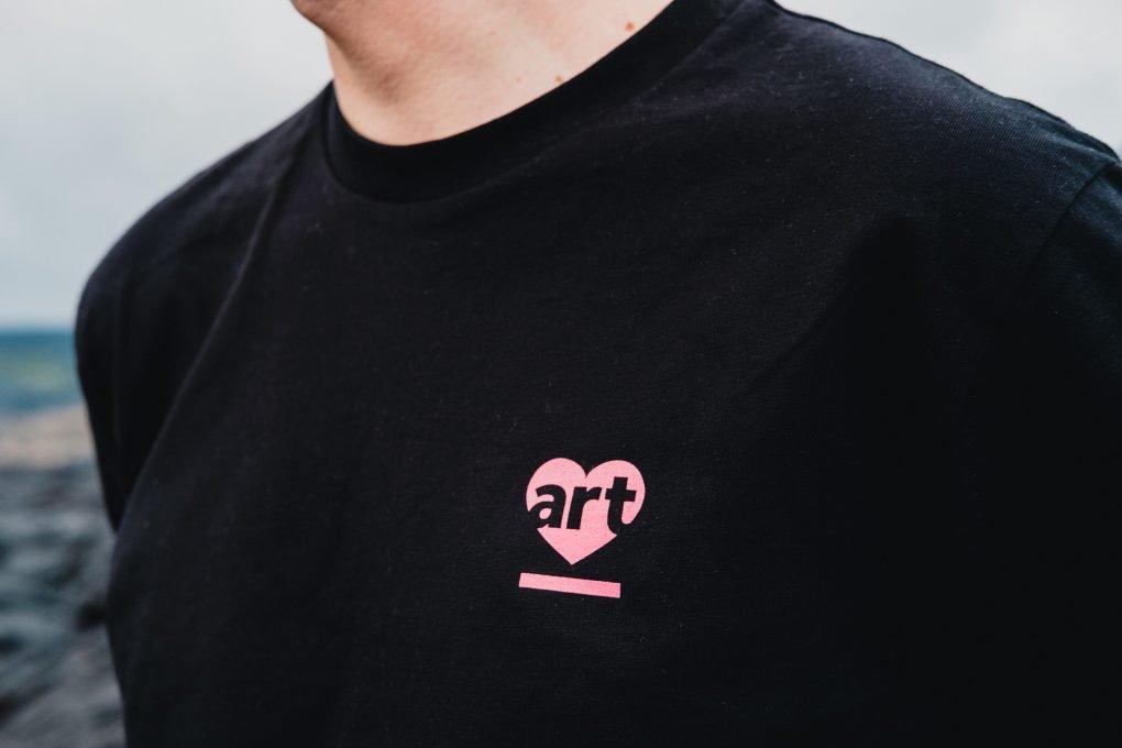 Art in the Heart t-shirt — black